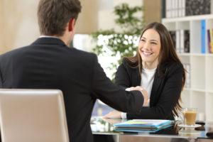 Engelse aanspreekvormen: zo begin je een brief aan een Madam, Miss of Mrs