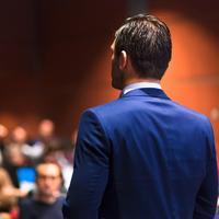 Hoe vind je een goede spreker?
