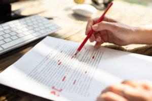 Doe de dt-test: is het 'wat houd je tegen' of 'wat houdt je tegen'?