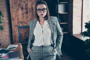 Vrouwenpakken zijn trendy, let hierop als je ze gaat kopen